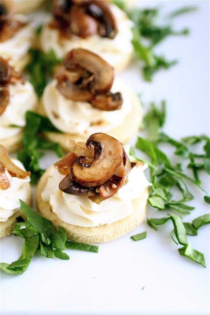 idée de canapés pour apéritif dînatoire à base de mascarpone, recette de tartelettes au mascarpone et aux champignons