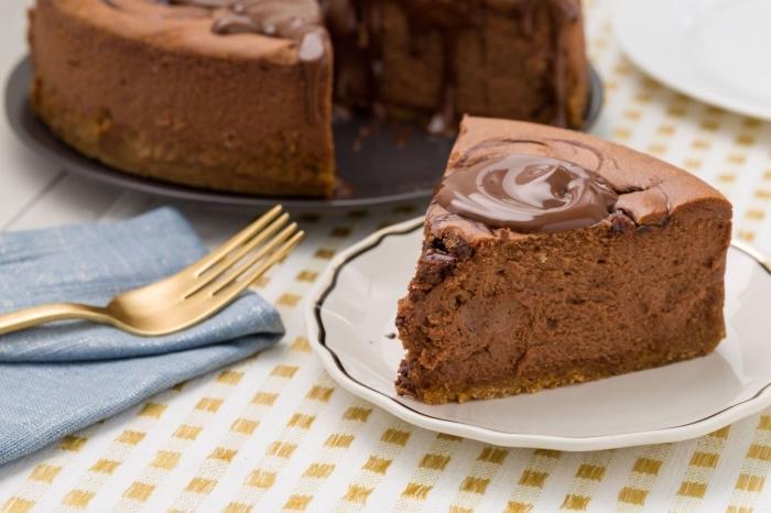 gateau facile et rapide façon cheesecake fondant au nutella à la croûte sablée garni d'une crème fromage et nutella
