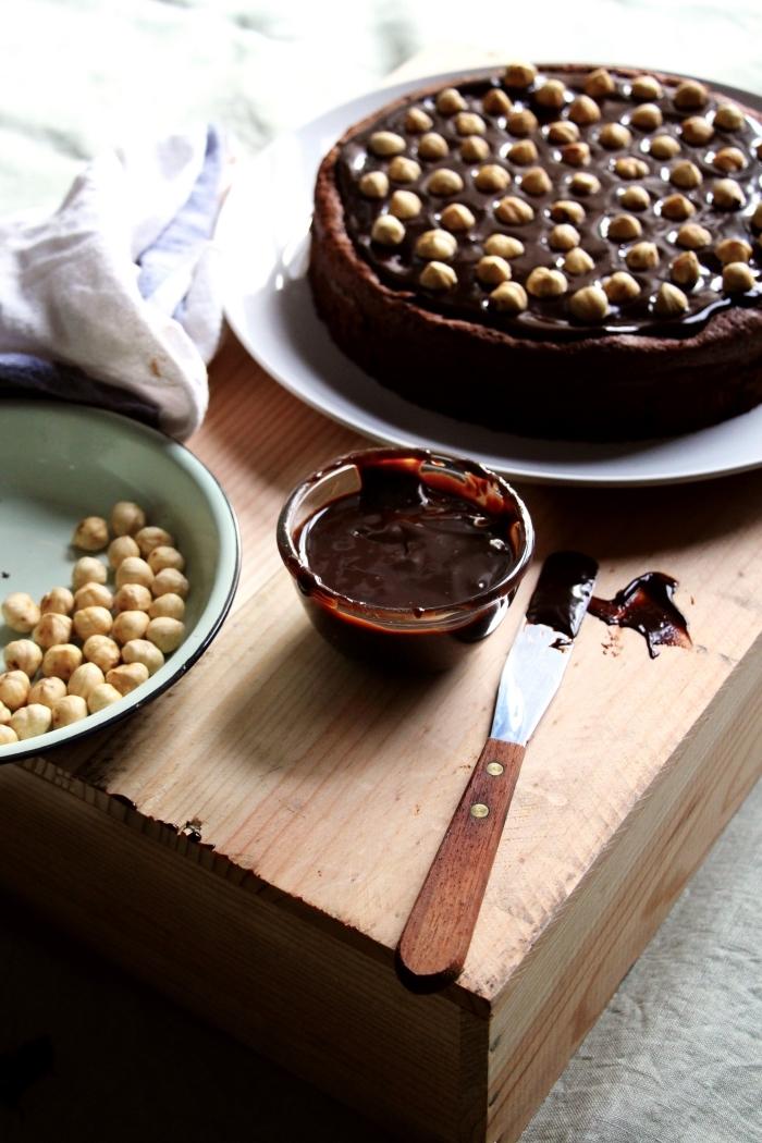 recette de nigella pour un moelleux au nutella et aux noisettes parfumé de rhum nappé chocolat noir