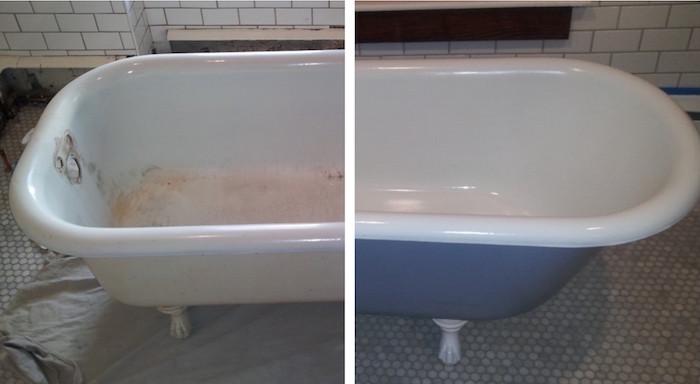 photo d une baignoire rétro sur pieds en métal avant et après une nouvelle peinture blanche et bleue