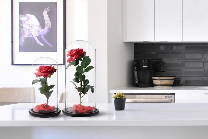 fleur artificielle sous cloche, idée surprise saint valentin pour femme, rose artificielle rouge pour le 14 février
