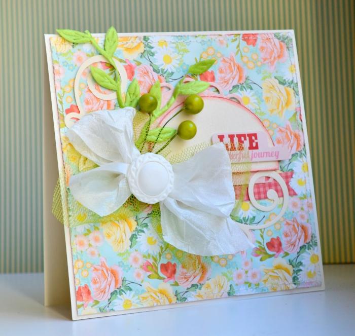 diy carte anniversaire en papier scrap aux motifs floraux, idée comment décorer une carte faite maison avec figurines scrap