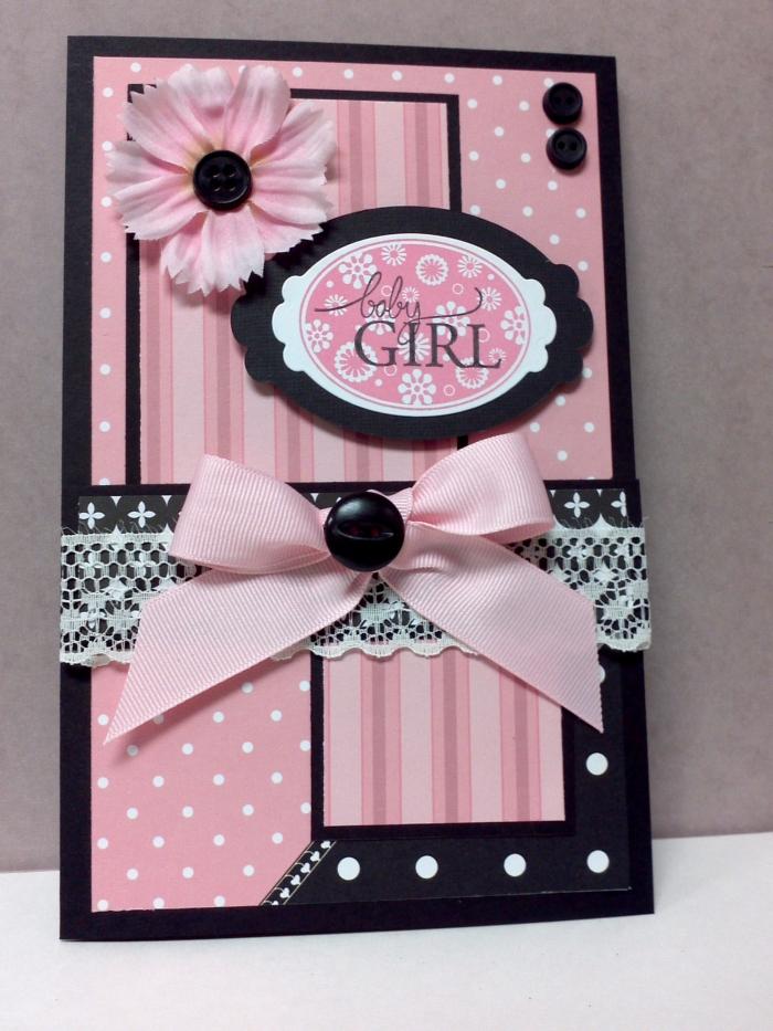 comment faire une carte en papier artisanal, modèle faire-part naissance pour fille en couleur rose et noir avec fleur et ruban roses