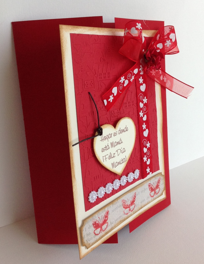 modèle de carte St Valentin faite maison, exemple de page scrapbook avec papier artisanal couleur rouge et ruban