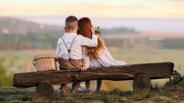 Enfants mignons en pique nique nature, belle image d'amour, bonne saint valentin mon amour ma cherie photo romantique