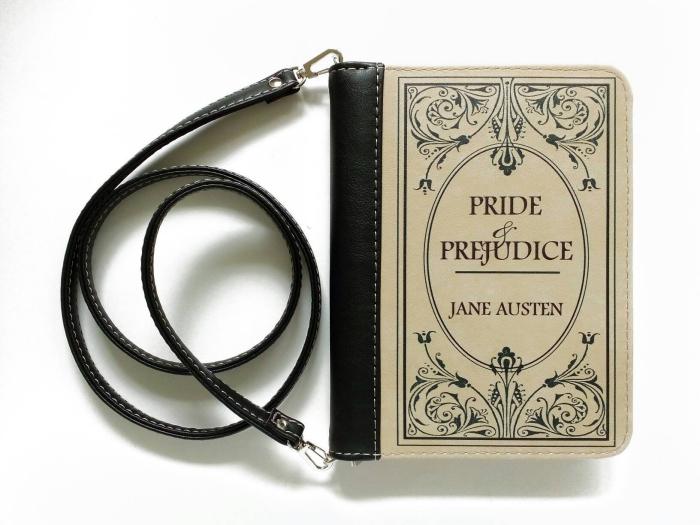 quel cadeau pour fan de lecture, idée surprise saint valentin, modèle de sac à main à design livre avec poignée en cuir noir