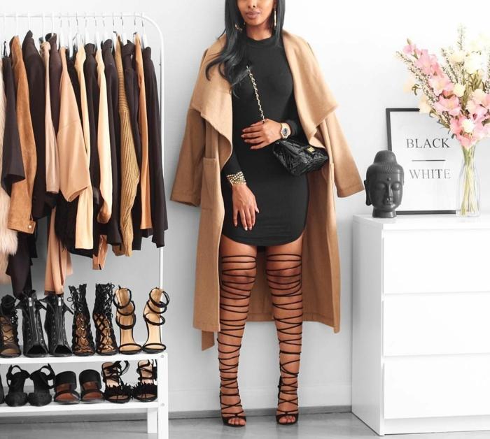Robe noire courte et manteau camel, photo tumblr fille tenue tumblr comment s habiller quand il fait chaut