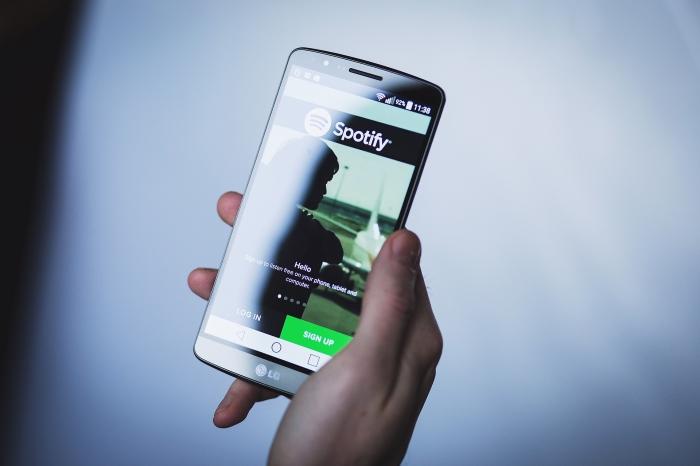 app streaming musicale sur portable, Spotify avec nouveau mode voiture 2019, utilisateurs premium ou gratuits de Spotify sur Android