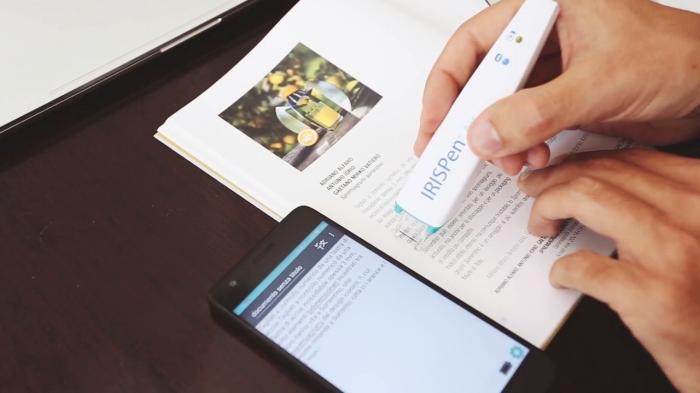 accessoire high-tech pour fans de lecture, modèle de stylo scanner, exemple cadeau original pour Saint Valentin