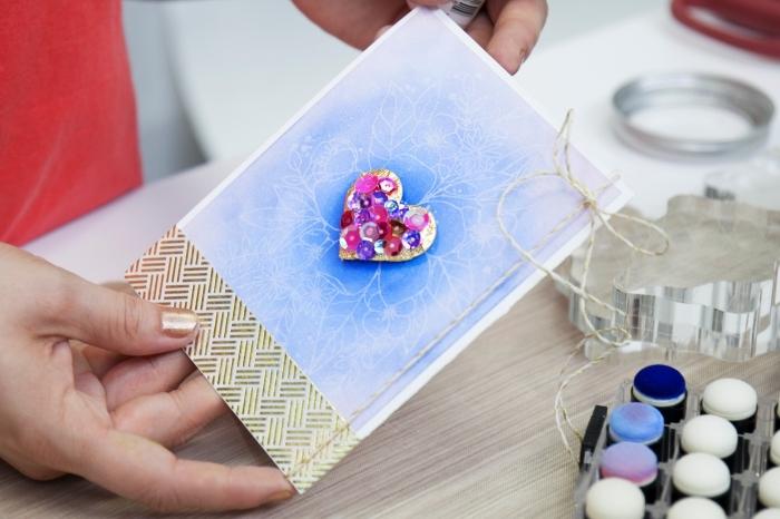 comment décorer une carte diy avec peinture et embellissement scrap, modèle de carte diy en papier cartonné