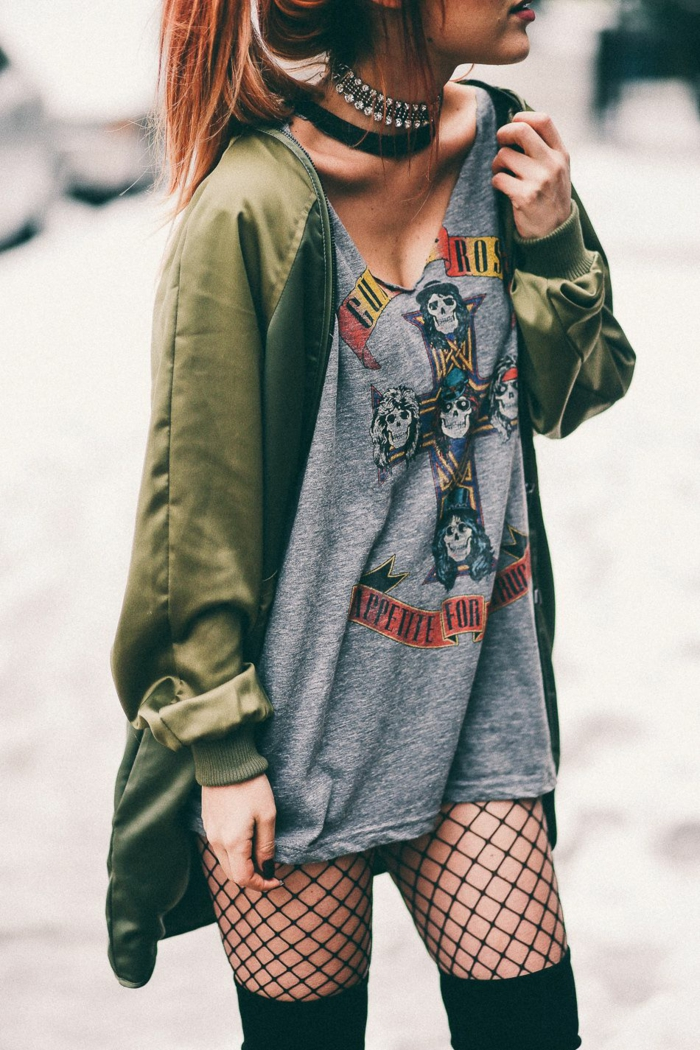 Fille tenue t-shirt longue guns n roses, cuissardes et mini-jupe, comment s'habiller comme une fille Tumblr tenue moderne