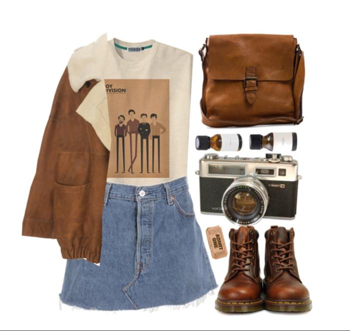 Style vintage tenue de jour tumblr, jupe courte jean, t-shirt de bande de musique, appareil de photo vintage, sac a main cuir