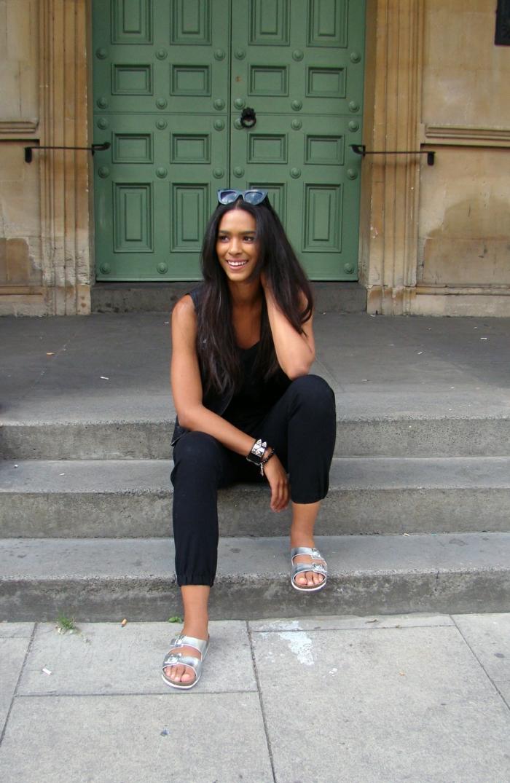 Tout en noir tenue moderne pour vacances, lunettes de soleil cateye, tumblr fille, swag style tenue de jour, moderne idée comment s habiller