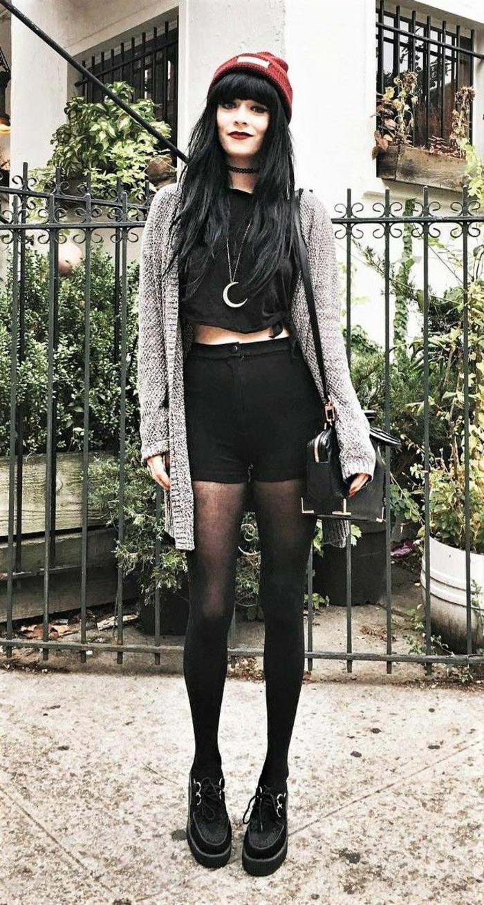 Grunge tenue noir avec grandes chaussures, gilet gris cozy, fille tumblr populaire, tenue fille style parfait pour instagram mode