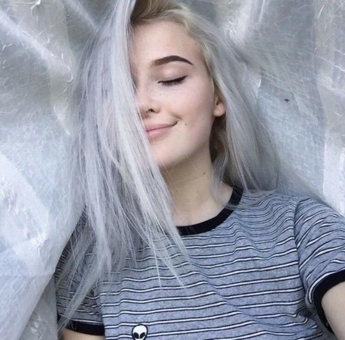 Cheveux gris modernes, alien tenue photo tumblr fille, tumblr girl stylée, look tumblr moderne pour fille beauté
