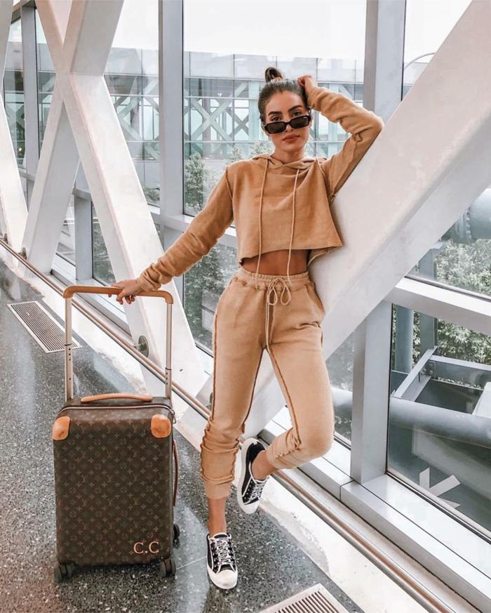 Valise Luis Vuitton et tenue sportive couleur camel, tenue classe femme tumblr girl style vetement femme chic bohème