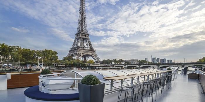 quel lieu pour un évènement en plein air, idée restaurant avec terrasse sur les quais de la Seine avec vue sur la Tour Eiffel