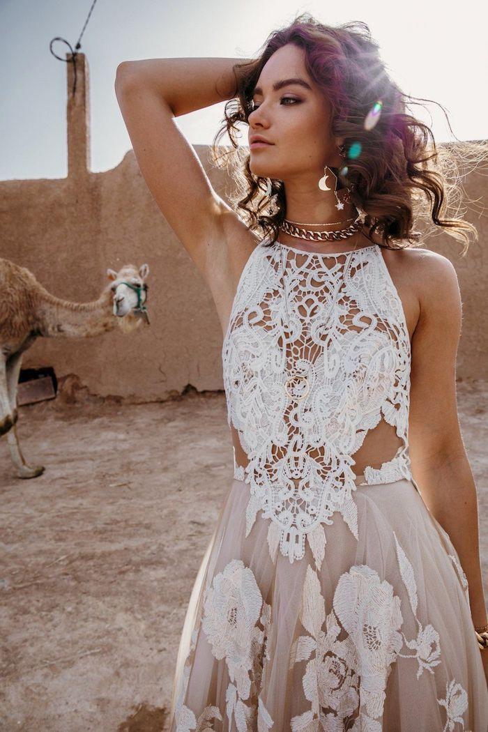 Belle robe dentelle, chouette idée pour une robe mariée bohème, femme cheveux ondulés, la vie bohème photographie