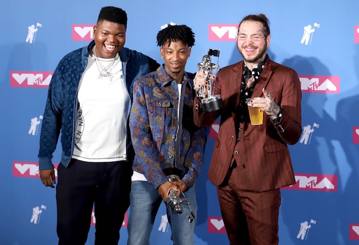 photo de la cérémonie des mtv video music awards 21 savage post malone rockstar, chanson de l'année