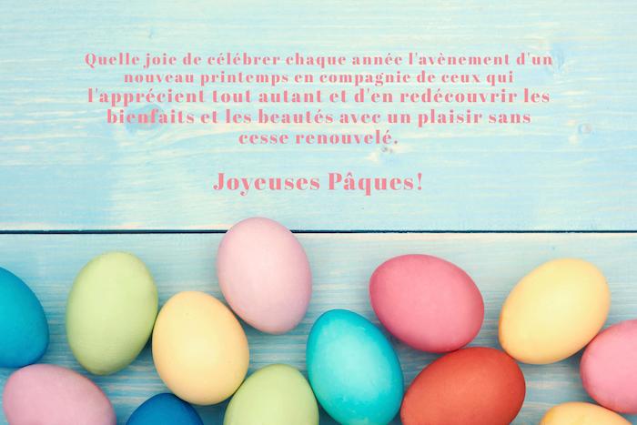 Bleu fond et oeufs colorés, images sur voeux de paques, image de paques gratuit, image de pâques photo de printemps