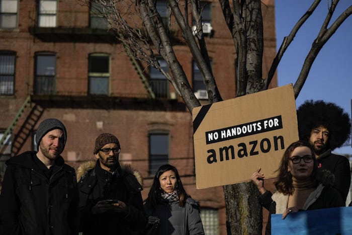 photo habitants long island city contre l'implantation du nouveau siège Amazon à New york