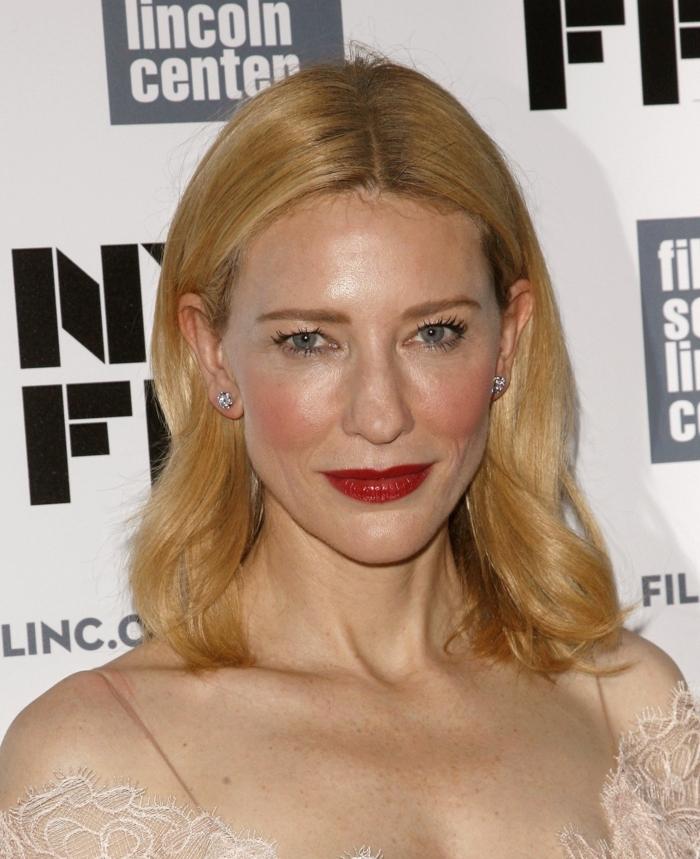 couleur de cheveux blond doré, Cate Blanchett, rouge à lèvres rouge, maquillage de yeux discret
