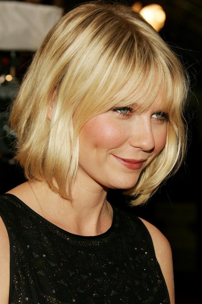 couleur de cheveux blond californien, Kirtsen Dunst, robe noire, frange effilée, carré wavy asymétrique