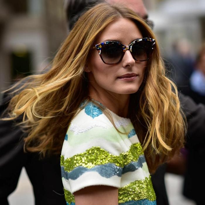 cheveux châtain aux nuances du blond, grandes lunettes de soleil, look Olivia Palermo