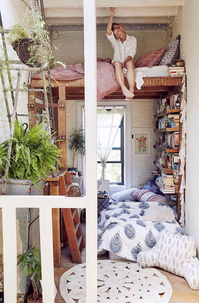 Joliment décoré chambre tumblr, deco chambre ado hipster intérieur à deux niveaux, amenagement petit espace, lit haut échelle