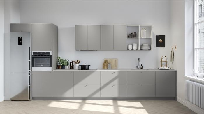 design minimaliste dans une cuisine blanche aménagée avec armoires en gris, idée quelle couleur avec le gris dans une cuisine