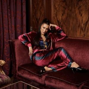 Bella Hadid est le visage de la collaboration Kith X Versace