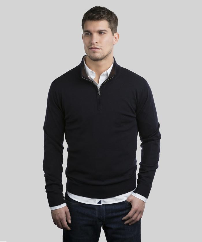 porter une chemise officielle avec blouse sportive, exemple de style casual chic pour homme au travail avec jeans foncés