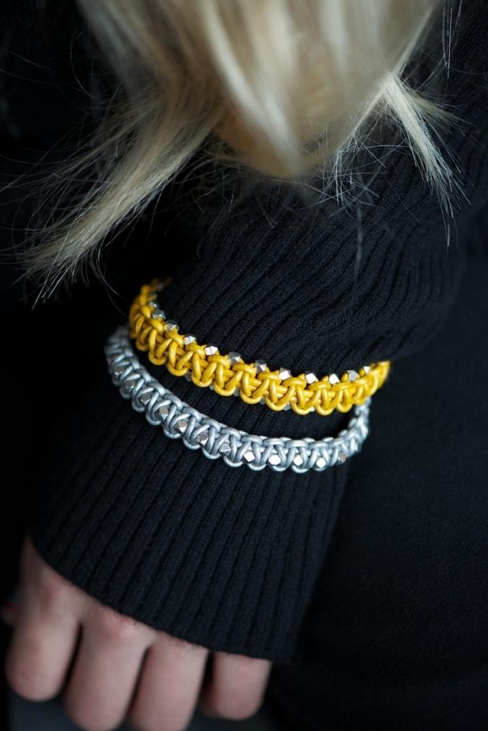confection bijoux à la maison, technique de tressage macramé pour faire des bijoux, bracelet diy en corde cuir jaune