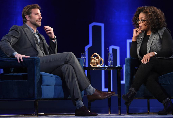 Bradley Cooper en interviews avec Oprah Xinfrey avoue être embarrassé de ne pas être nominé aux oscars 2019 dans la catégorie meilleur réalisateur pour A Star Is Born