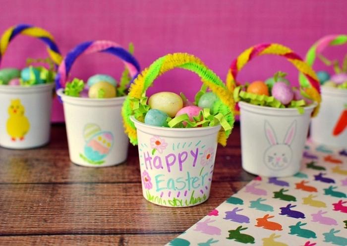 activité paques maternelle, modèle de pot à fleur en plastique customisé, dessiner des motifs pâques faciles