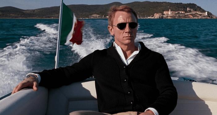 style vestimentaire homme élégant, comment bien s'habiller en blanc et noir avec pantalon beige, idée look élégant homme