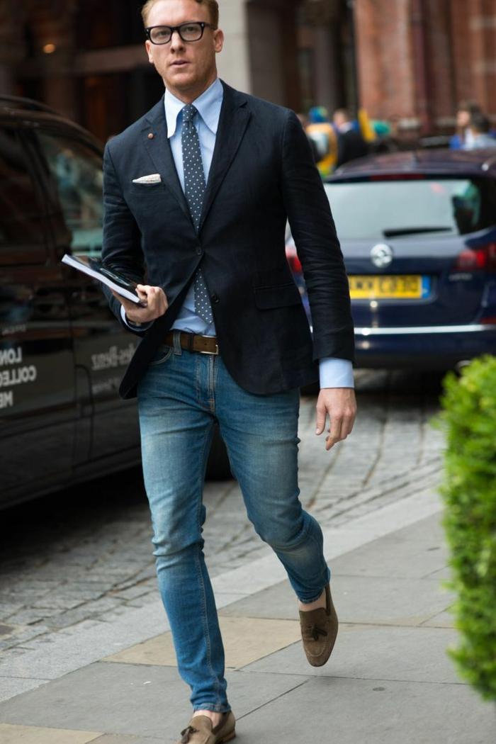 idée tenue mariage homme décontracté, modèle de jeans clairs slim pour homme combinés avec blazer et cravate