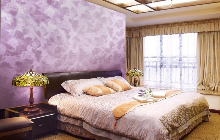 quelle couleur pour une chambre à coucher adulte ou femme, exemple peinture effet sable de nuances violettes