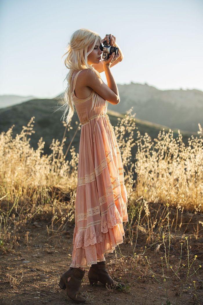 Cool idée comment s'habiller pour un mariage champetre vintage, robe longue ete, robe bohème chic dentelle rose pale