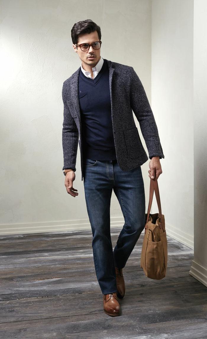 tenue décontractée homme d'affaires avec jeans foncés slim, idée chaussures pour look professionnel casual chic