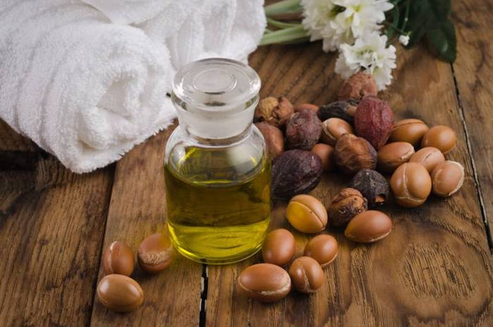 rhassoul huile naturelle pour soigner ses cheveux, diminuer la sécrétion de sébum, soin cheveux fragilisés