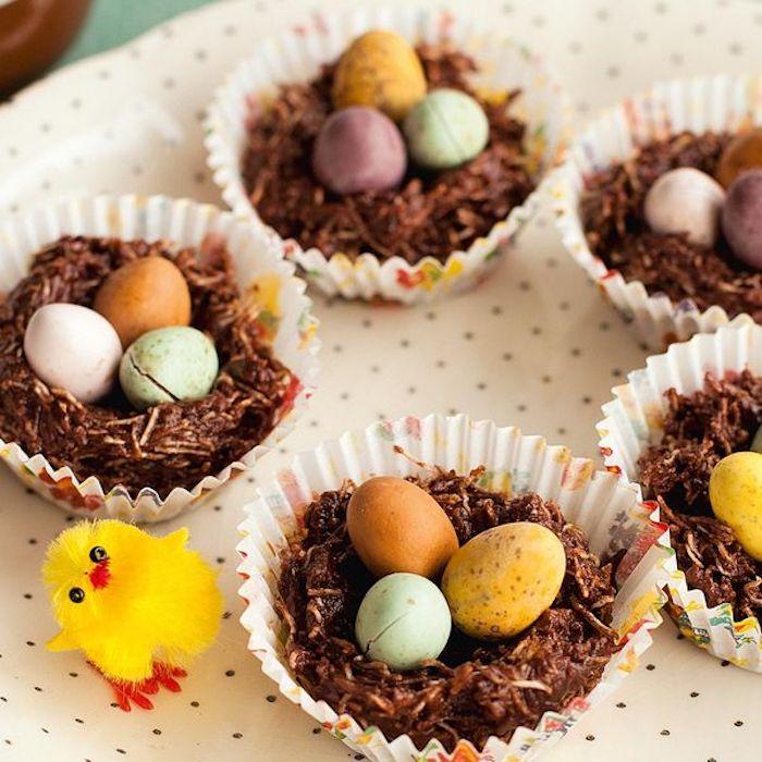 Image de paques gratuit, petit poussin décoratif, joyeuses paques images, printemps photographie, nid au chocolat, oeuf au chocolat colorés