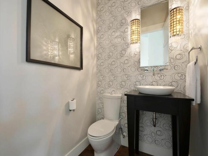 quelle couleur peinture pour toilettes, meuble vasque récup, papier peint, deux appliques et miroir, peinture pour toilette gris clair