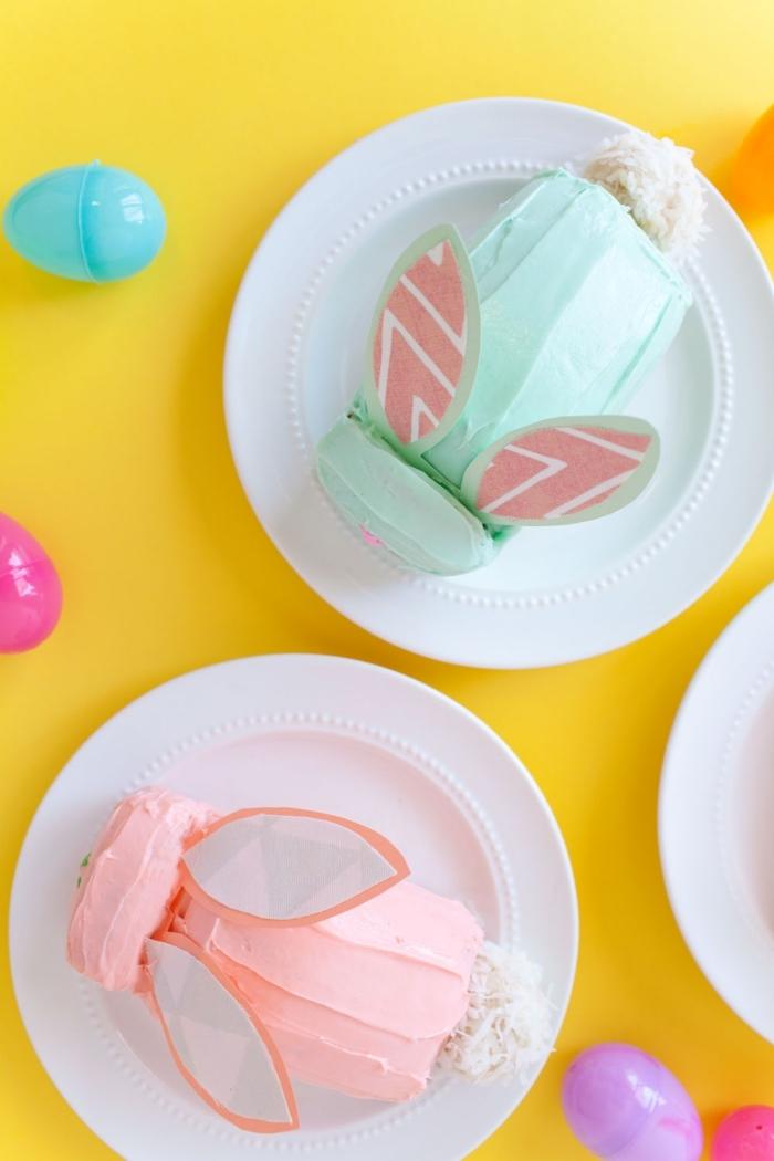 dessert de paques facile et original, petit gâteau de molly cake en forme de lapin de pâques au glaçage de crème au beurre teinté rose ou vert pastel