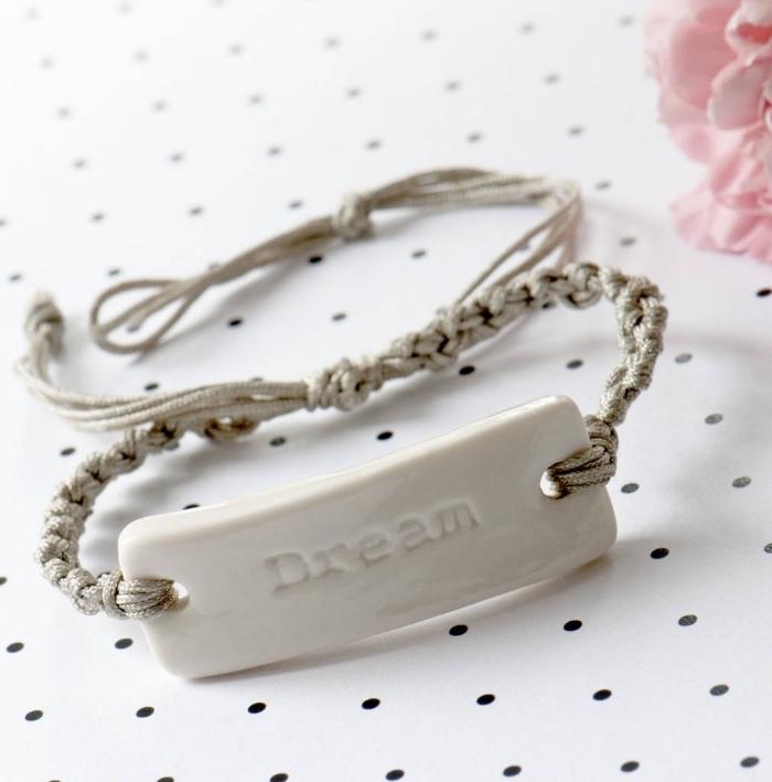 exemple convection de bijou facile avec corde et ornements, modèle de bracelet diy en noeuds macramé coton