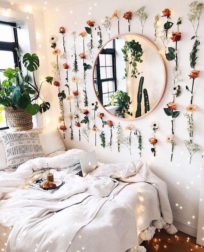Miroir ronde décoration murale fleurs champetre collés sur le mur, idée chambre ado décoration chambre à coucher pinterest, lit blanche linge
