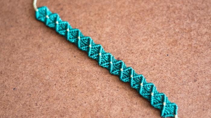bijou fait main avec corde turquoise, accessoire mode diy en corde macramé, activité manuelle adulte facile