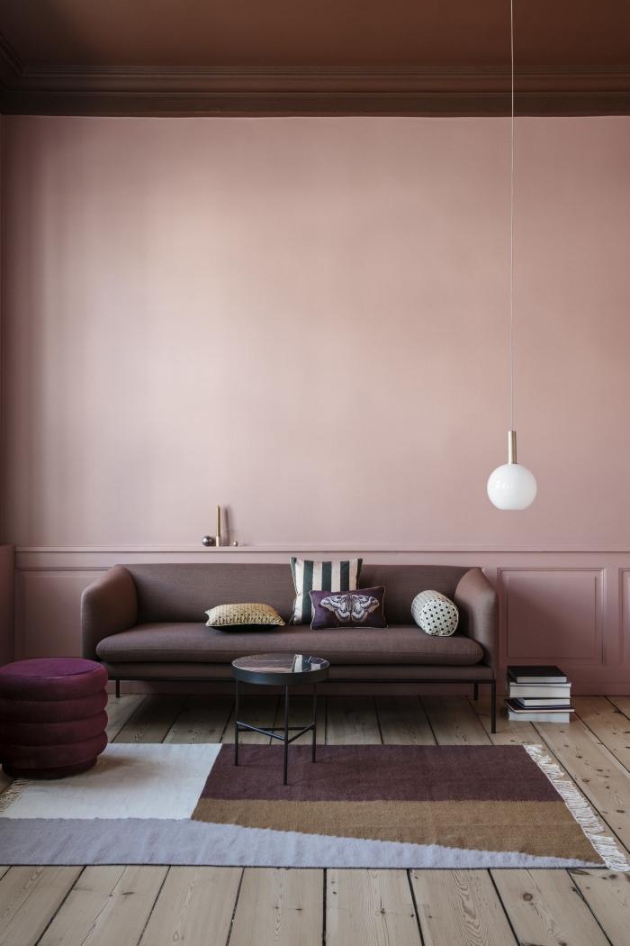 couleur mur chambre tendance, salon vintage chic avec un soubassement en moulure peinte de la même couleur que le mur