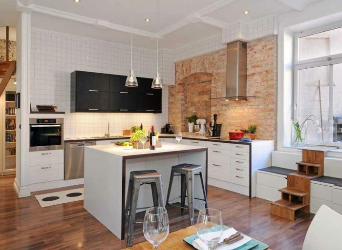 deco cuisine bistrot, tabourets tolix, îlot de cuisine blanc, lampes acryliques, mur en briques, deco bistrot vintage