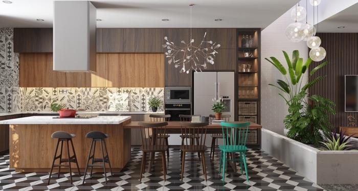cuisine style américain, carreaux damier, jardinière avec plantes vertes, ilot bois et comptoir en marbre